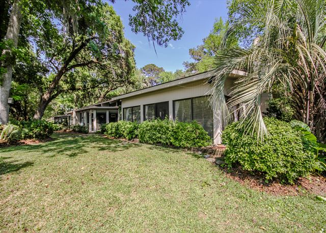 Woodbine Place 44, 2 Bedroom, Golf View, Walk to Beach, Sleeps 8 - Room to Play - HiltonHeadRentals.com