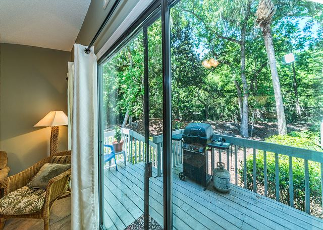 Ocean Breeze 99, 3 Bedroom, Large Pool, Tennis, Sleeps 8 - Private Deck  - HiltonHeadRentals.com