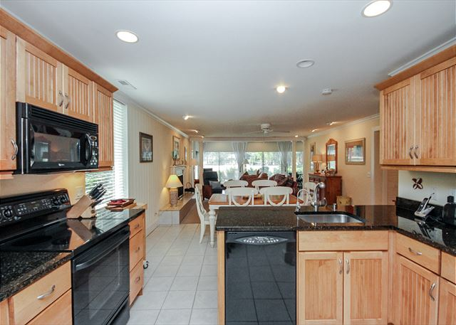 Woodbine Place 44, 2 Bedroom, Golf View, Walk to Beach, Sleeps 8 - Open and Inviting - HiltonHeadRentals.com