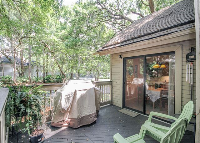 Fazio 19, 3 Bedrooms, Beautiful Pool View, Sleeps 8 - Are you a Grill Master? - HiltonHeadRentals.com