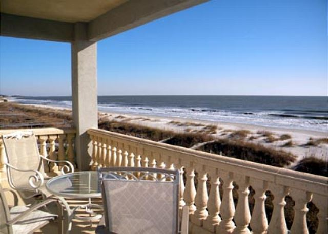 Singleton Beach 11B, Oceanfront 3 Bedrooms, Pool, Elevator - Enjoy the breeze - HiltonHeadRentals.com