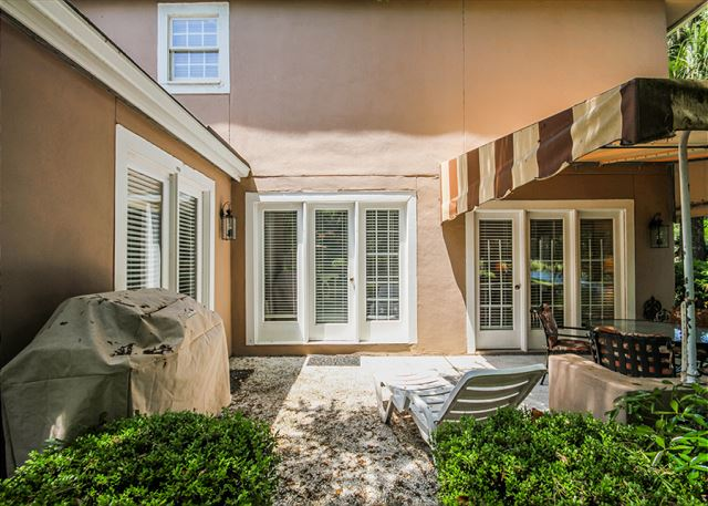 Evian 288, 3 Bedrooms, Golf & Lagoon View, Sleeps 8 - Back Patio - HiltonHeadRentals.com