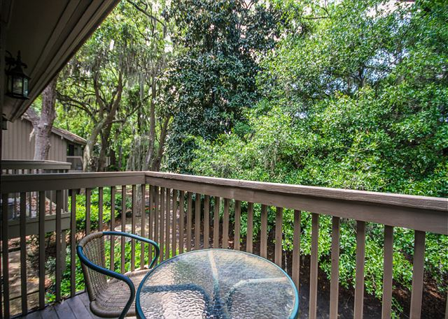 Water Oak 24, 2 BR, 3BA, Golf View, Large Pool, WiFi, Sleeps 8 - Enjoy the porch - HiltonHeadRentals.com