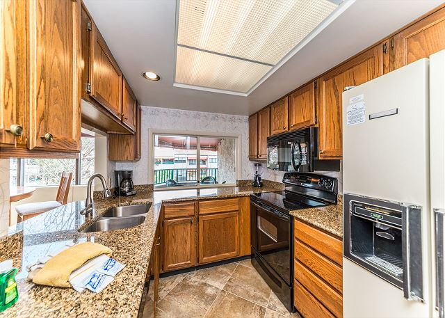Anchorage 7486, 2 Bedrooms, Lagoon View, Pool, Hot Tub, Sleeps 6 - Cook With Ease - HiltonHeadRentals.com