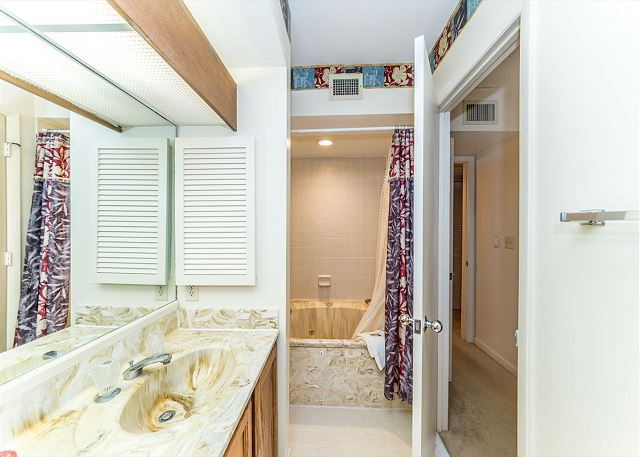 Anchorage 7486, 2 Bedrooms, Lagoon View, Pool, Hot Tub, Sleeps 6 - Long Shower Or A Soak In The Tub? You Decide! - HiltonHeadRentals.com