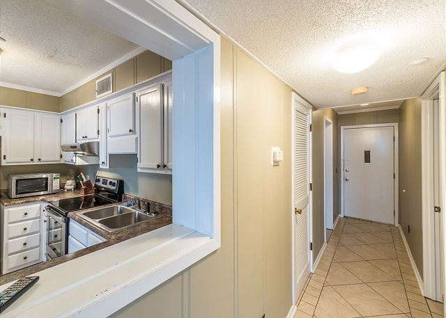 Beach & Tennis Admirals Row 309, 2 Bedroom, Ocean View, Sleeps 6 - Open Concept Design - HiltonHeadRentals.com