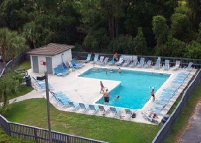 Beach & Tennis Admirals Row 309, 2 Bedroom, Ocean View, Sleeps 6 - Fun in the Sun at the Pool - HiltonHeadRentals.com