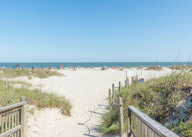Beach & Tennis Admirals Row 309, 2 Bedroom, Ocean View, Sleeps 6 - Walking down to the beach never looked as gorgeous. - HiltonHeadRentals.com