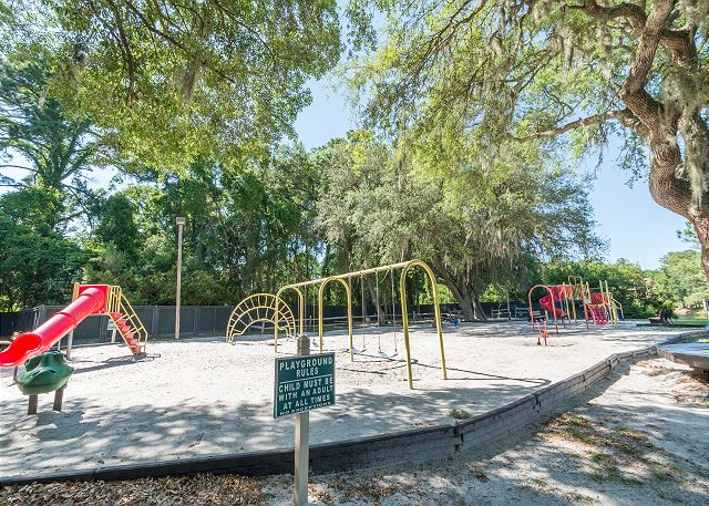 Beach & Tennis Admirals Row 309, 2 Bedroom, Ocean View, Sleeps 6 - Playground Fun! - HiltonHeadRentals.com