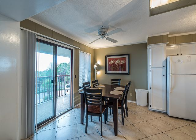 Beach & Tennis Admirals Row 309, 2 Bedroom, Ocean View, Sleeps 6 - Dine with a view! - HiltonHeadRentals.com
