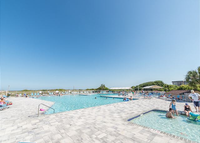 Beach & Tennis Admirals Row 309, 2 Bedroom, Ocean View, Sleeps 6 - Fun in the Sun at the Beach & Tennis Pool - HiltonHeadRentals.com