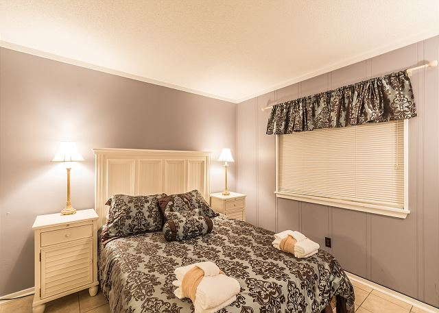 Beach & Tennis Admirals Row 309, 2 Bedroom, Ocean View, Sleeps 6 - Pamper yourself in the master suite - HiltonHeadRentals.com