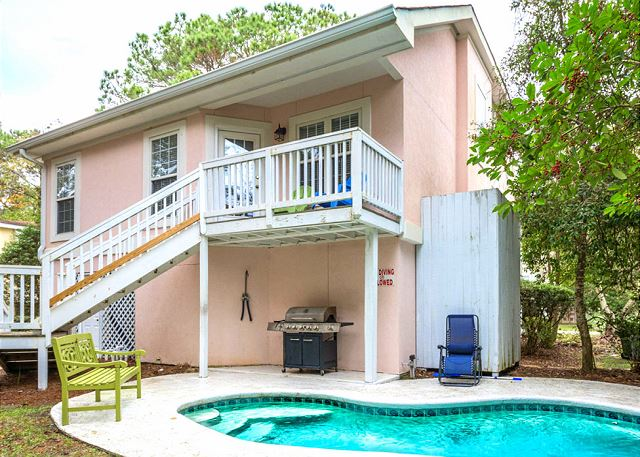 Bradley Beach 38, 4 Bedrooms Private Pool, Near Ocean, Sleeps 12 - Quaint and private! - HiltonHeadRentals.com