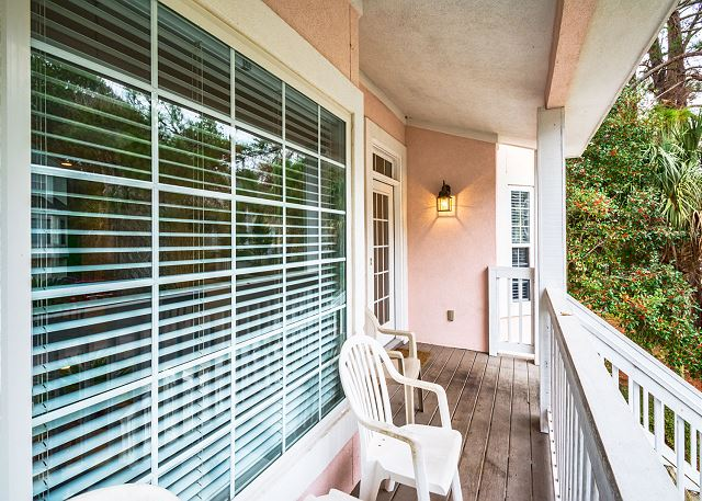 Bradley Beach 38, 4 Bedrooms Private Pool, Near Ocean, Sleeps 12 - Relax on the balcony with your coffee - HiltonHeadRentals.com