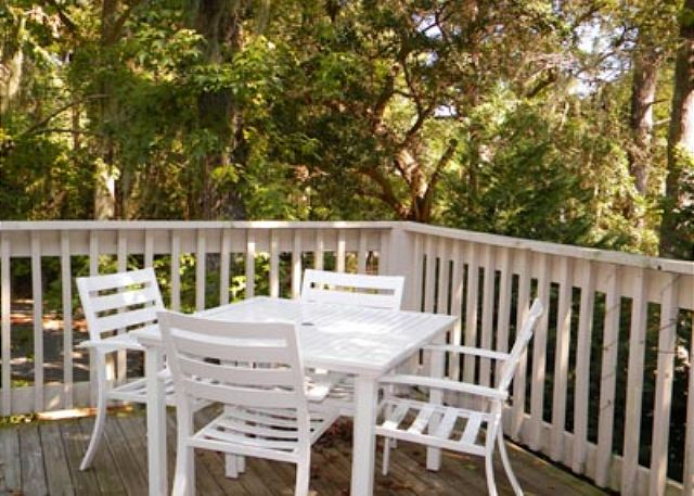 Beachwalk 186, 1 Bedroom, Pool, Near Beach, Sleeps 4 - Deck Sitting Area - HiltonHeadRentals.com