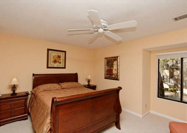 Beachwalk 186, 1 Bedroom, Pool, Near Beach, Sleeps 4 - Master Bedroom - HiltonHeadRentals.com