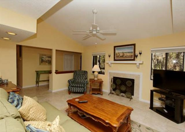 Beachwalk 186, 1 Bedroom, Pool, Near Beach, Sleeps 4 - Open Concept - HiltonHeadRentals.com