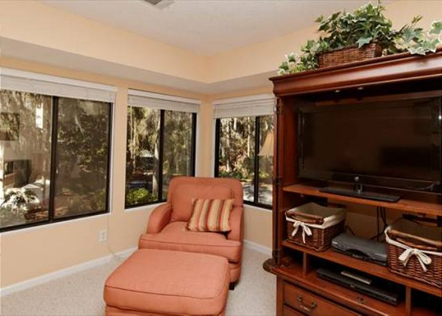 Beachwalk 186, 1 Bedroom, Pool, Near Beach, Sleeps 4 - Book in a Nook - HiltonHeadRentals.com