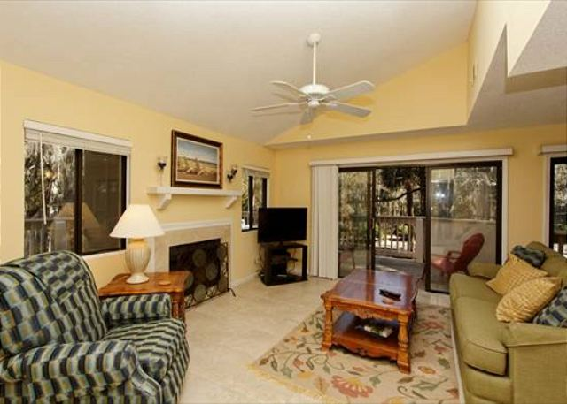 Beachwalk 186, 1 Bedroom, Pool, Near Beach, Sleeps 4 - Living Area  - HiltonHeadRentals.com