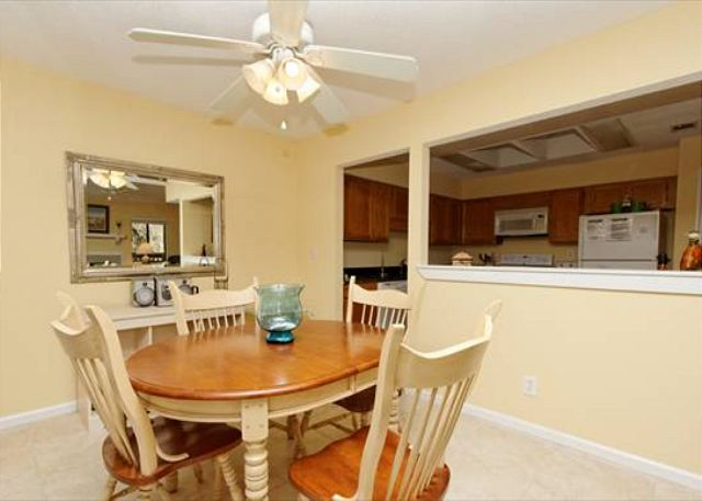 Beachwalk 186, 1 Bedroom, Pool, Near Beach, Sleeps 4 - Dining Area - HiltonHeadRentals.com