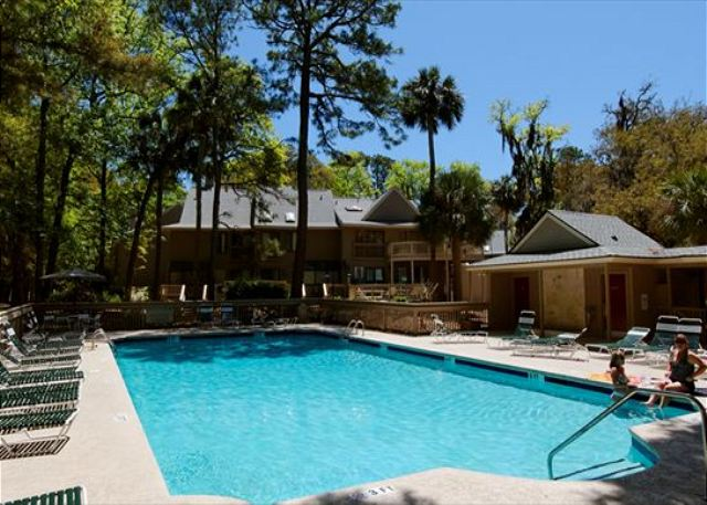 Beachwalk 186, 1 Bedroom, Pool, Near Beach, Sleeps 4 - Pool at Beachwalk - HiltonHeadRentals.com