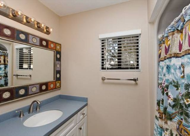 Beachwalk 186, 1 Bedroom, Pool, Near Beach, Sleeps 4 - Master bath - HiltonHeadRentals.com
