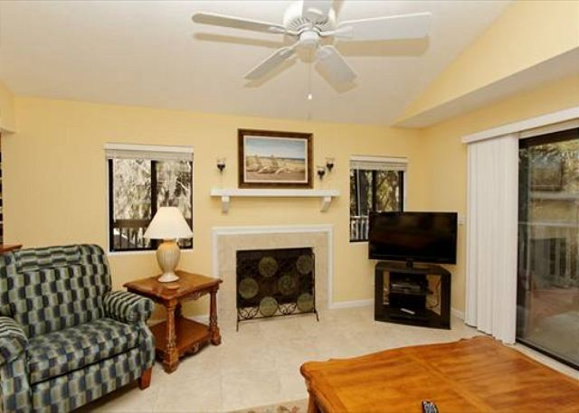 Beachwalk 186, 1 Bedroom, Pool, Near Beach, Sleeps 4 - Entertainment! - HiltonHeadRentals.com