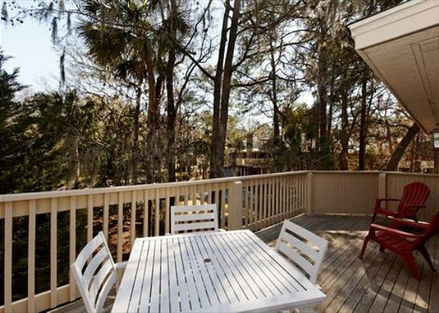 Beachwalk 186, 1 Bedroom, Pool, Near Beach, Sleeps 4 - Dine Alfresco - HiltonHeadRentals.com