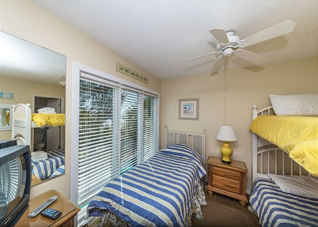 Beach Villa 8, 3 Bedrooms, Ocean Front, Pool, Sleeps 12 - Two Twin Bedroom - HiltonHeadRentals.com