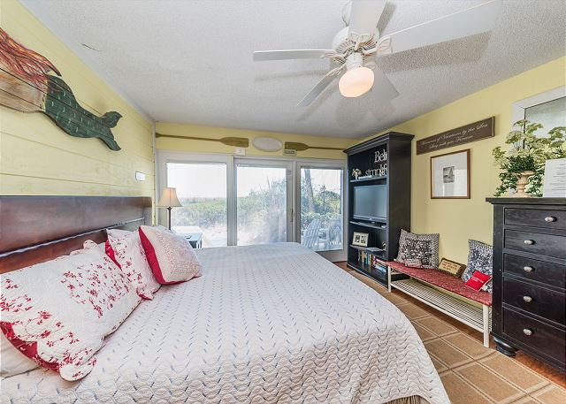 Beach Villa 8, 3 Bedrooms, Ocean Front, Pool, Sleeps 12 - Master Bedroom - HiltonHeadRentals.com