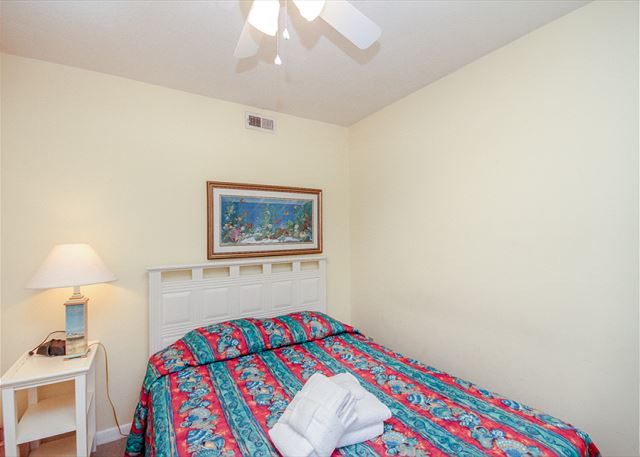 Breakers 139, Beach Front, 1 Bedroom, Oceanfront Pool, Sleeps 4 - Drift off to sleep under the soft breeze of your ceiling fan - HiltonHeadRentals.com