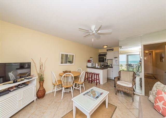 Breakers 326, 1 Bedroom,  Oceanfront Pool, Ocean View, Sleeps 6 Picture