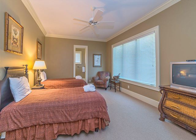 Kids and adults alike will love the cheerful fifth bedroom!