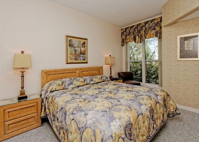 Barrington Arms 103, 1 Bedroom, Oceanfront View, Pool, Sleeps 4 - Master Bedroom - HiltonHeadRentals.com