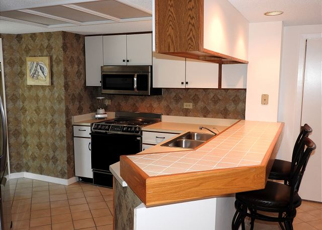 Barrington Arms 103, 1 Bedroom, Oceanfront View, Pool, Sleeps 4 - Plethora of Space in the Kitchen - HiltonHeadRentals.com