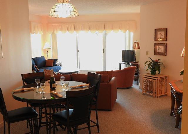 Barrington Arms 103, 1 Bedroom, Oceanfront View, Pool, Sleeps 4 - Open Concept - HiltonHeadRentals.com