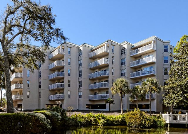 Barrington Arms 103, 1 Bedroom, Oceanfront View, Pool, Sleeps 4 - Book with the Pros! - HiltonHeadRentals.com