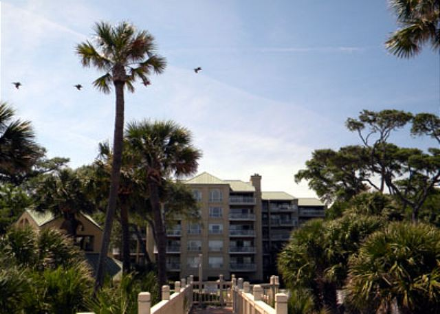 Barrington Arms 205, 3 Bedrooms, OceanView, Pool & Spa, Sleeps 8 - Walking Back - HiltonHeadRentals.com