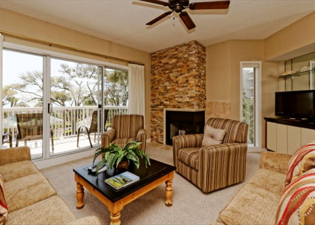 Barrington Arms 205, 3 Bedrooms, OceanView, Pool & Spa, Sleeps 8 - Cozy Comfort - HiltonHeadRentals.com