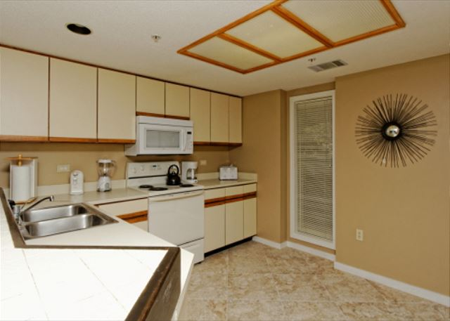 Barrington Arms 205, 3 Bedrooms, OceanView, Pool & Spa, Sleeps 8 - Spacious Kitchen - HiltonHeadRentals.com
