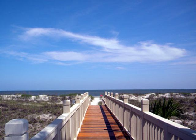Barrington Arms 205, 3 Bedrooms, OceanView, Pool & Spa, Sleeps 8 - Boardwalk to Beach - HiltonHeadRentals.com