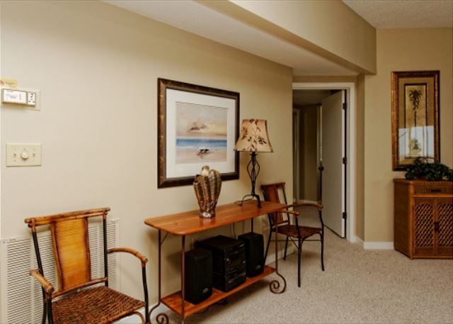 Barrington Arms 205, 3 Bedrooms, OceanView, Pool & Spa, Sleeps 8 - Nice Furnishings - HiltonHeadRentals.com