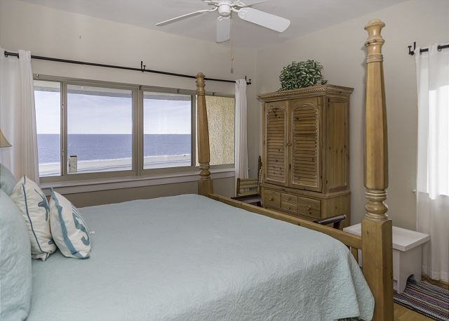 Captains Walk 424, 5 Bedrooms, Penthouse , Pool, Sleeps 12 - Master Bedroom - HiltonHeadRentals.com