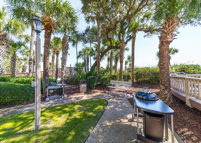 Captains Walk 436, Oceanfront, 2 Bedroom, Large Pool, Sleeps 6 - Grill 'Em - HiltonHeadRentals.com