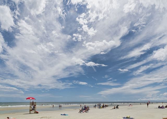 Captains Walk 436, Oceanfront, 2 Bedroom, Large Pool, Sleeps 6 - Bring Your Beach Towel - HiltonHeadRentals.com