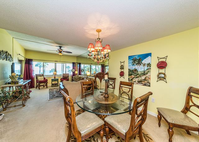 Captains Walk 436, Oceanfront, 2 Bedroom, Large Pool, Sleeps 6 - Dining Table - HiltonHeadRentals.com