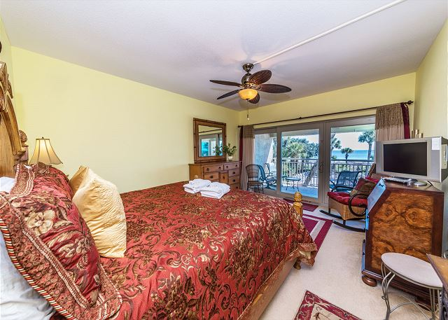 Captains Walk 436, Oceanfront, 2 Bedroom, Large Pool, Sleeps 6 - Master Bedroom - HiltonHeadRentals.com