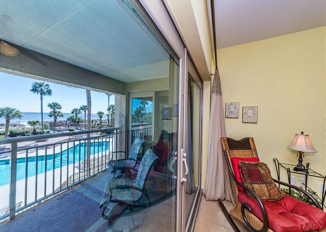 Captains Walk 436, Oceanfront, 2 Bedroom, Large Pool, Sleeps 6 - Relaxation - HiltonHeadRentals.com