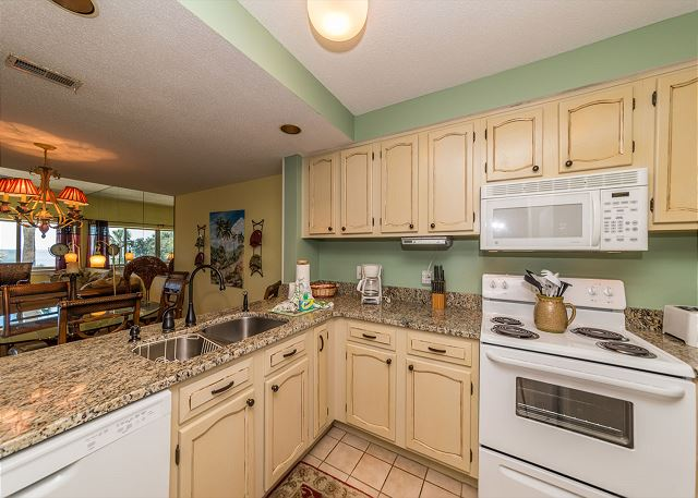 Captains Walk 436, Oceanfront, 2 Bedroom, Large Pool, Sleeps 6 - This kitchen has counter space! - HiltonHeadRentals.com