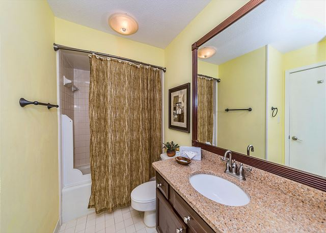Captains Walk 436, Oceanfront, 2 Bedroom, Large Pool, Sleeps 6 - Long shower or a soak in the tub? You decide! - HiltonHeadRentals.com